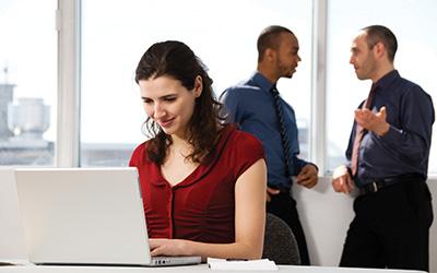 Brunette-laptop-discussion-background-blog-horizontal-400x250